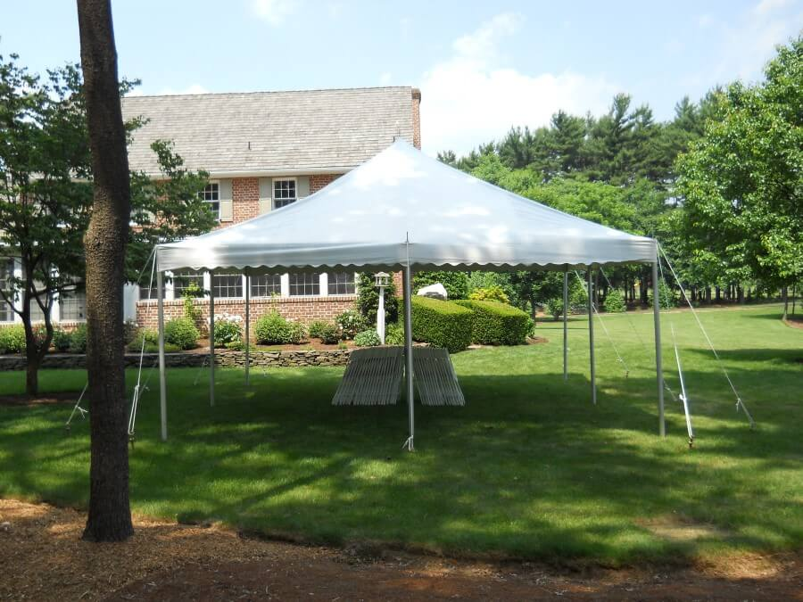 20'x20' Pole Tent with Chairs